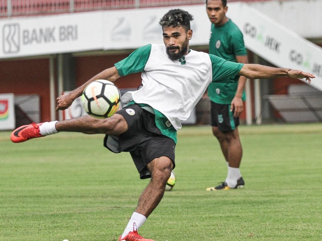 Pesepak bola PSS Rifal Lastori saat sesi latihan di Stadion Maguwoharjo Sleman. (Foto: Ist)