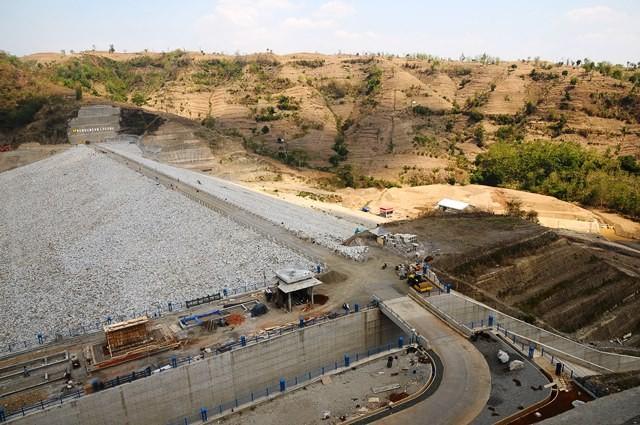 Kegiatan di proyek Bendungan Logung, Kudus, Rabu (31/10/2018). Pembangunan bendungan seluas 5.3 ini menelan biaya Rp 604,15 miliar. Antara Foto/Yusuf Nugroho