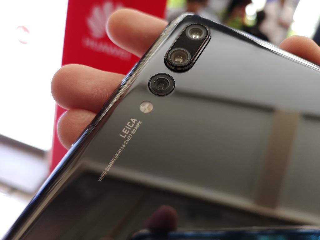 Huawei P20 Pro dilengkapi dengan 3 kamera belakang.