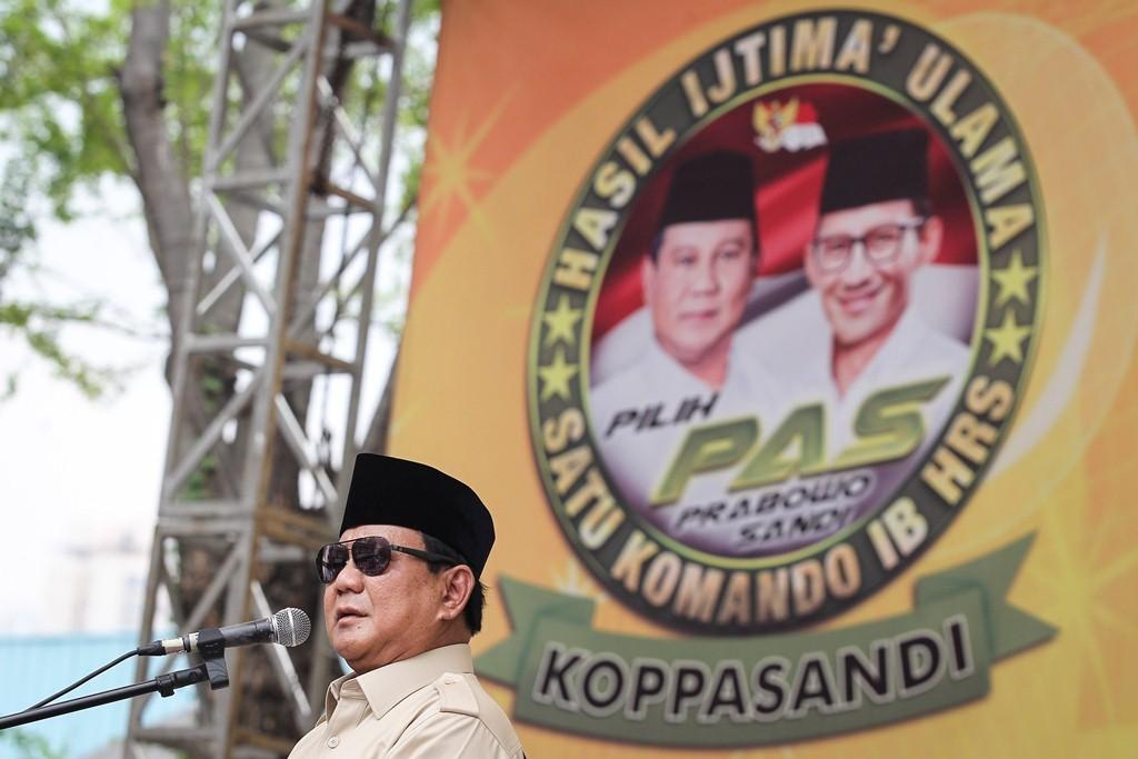 Calon Presiden nomer urut 02 Prabowo Subianto menyampaikan sambutan saat deklarasi dukungan dari Komando Ulama Pemenangan Prabowo-Sandi (Koppasandi) di Jakarta, Minggu (4/11/2018). Foto: Antara/Dhemas Reviyanto