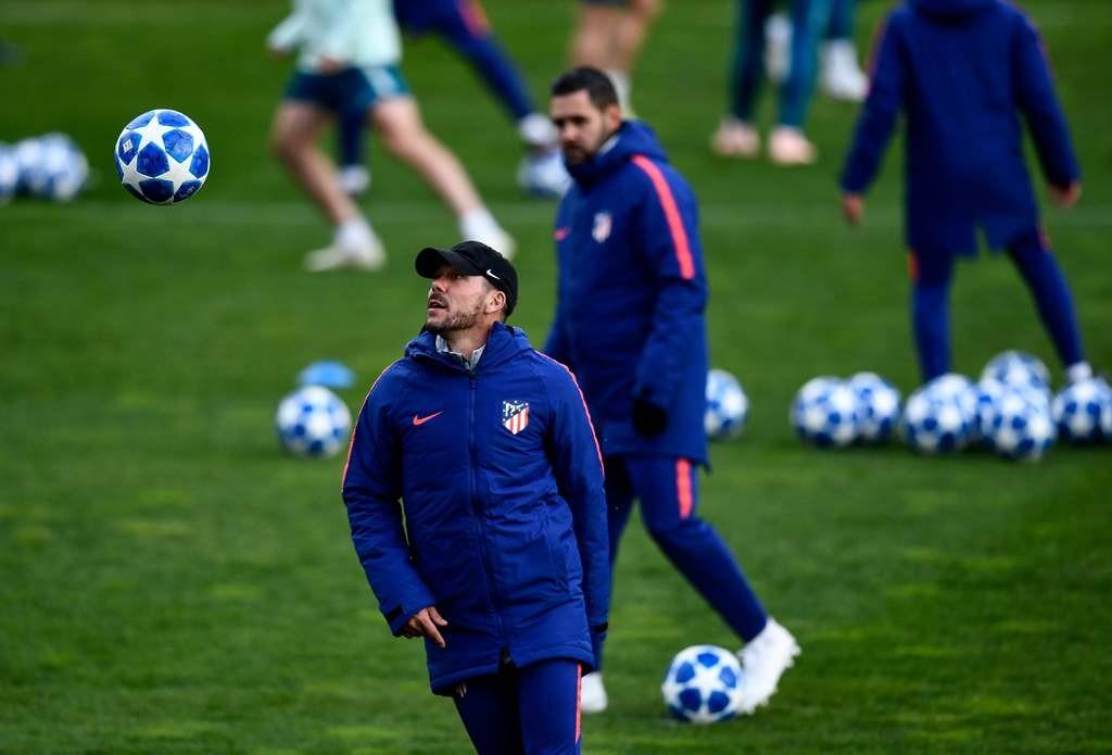 Pelatih Diego Simeone mengemban tugas berat pada matchday keempat Liga Champions ini (Foto: AFP/OSCAR DEL POZO)