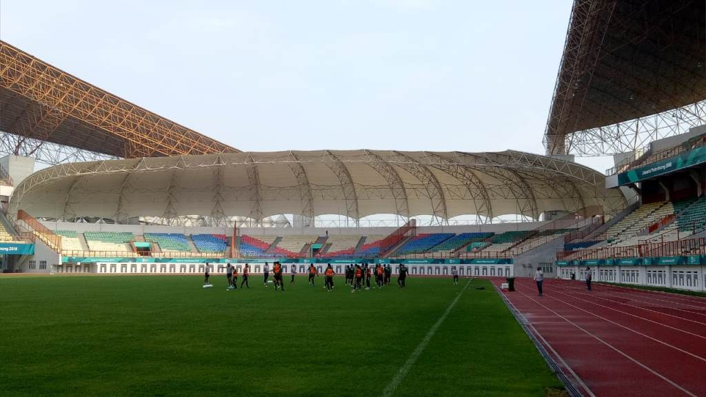 Suasana latihan timnas Indonesia di Stadion Wibawa Mukti, Cikarang (Foto: Rendy Renuki/Medcom.id)