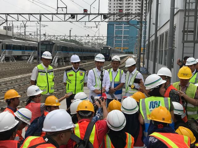 Presiden Jokowi di depo MRT Lebak Bulus/Medcom.id/Fikar