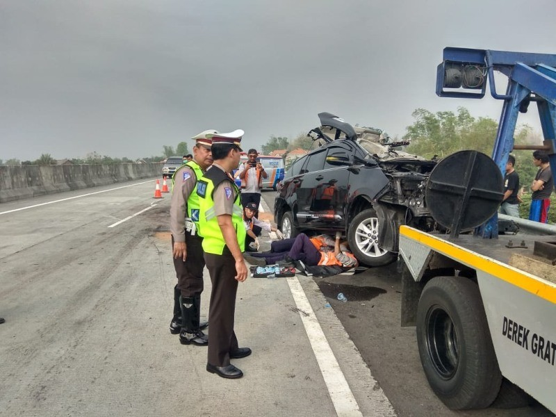 Kecelakaan maut di Tol Surabaya-Mojokerto. (ISTIMEWA. Dok: Humas Polda Jatim).