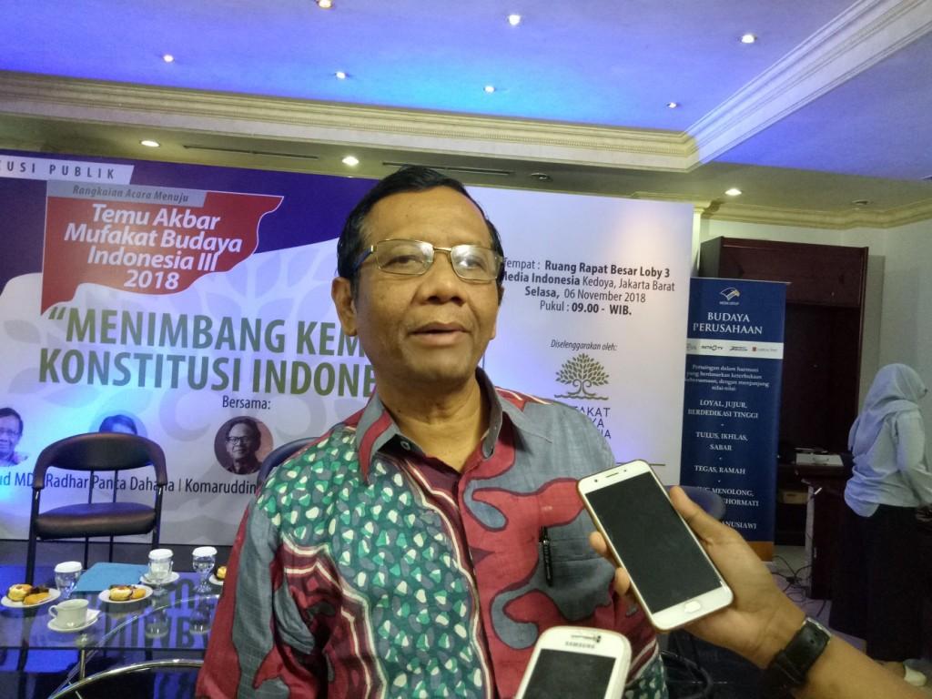 Eks Ketua Mahkamah Konstitusi Mahfud MD saat jadi pembicara di Media Group, Kedoya, Jakbar. Foto: Medcom/Siti Yona Hukmana