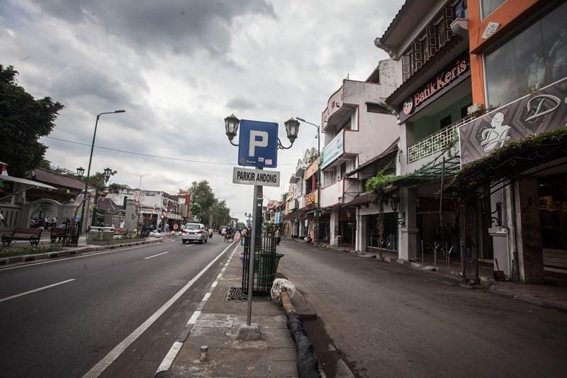 Suasana kawasan wisata Malioboro saat tanpa ada Pedagang Kali Lima (PKL), Becak dan Andong di Malioboro, Yogyakarta, Selasa (26/9). ANTARA FOTO/Andreas Fitri Atmoko.