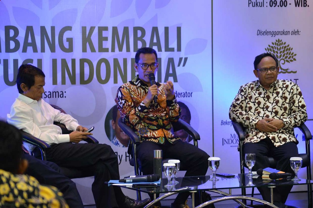Pakar Hukam Tata Negara Refly Harun (tengah) - Medcom.id/Widjokongko.