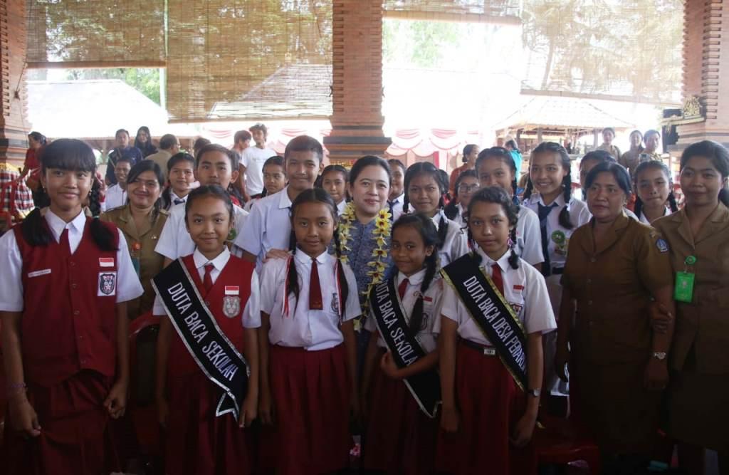 Menko PMK Puan Maharani mengunjungi kampung KB di Desa Penarungan, Kecamatan Mengwi, Kabupaten Badung, Bali, Selasa, 6 November 2018 (Foto:Dok.Kemenko PMK)