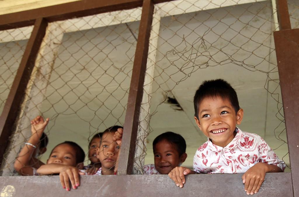 Siswa Sekolah Dasar tengah menunggu kedatangan gurunya di dalam kelas, MI/Gino Hadi.