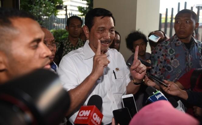 Menko Maritim Luhut Pandjaitan usai menjalani diperiksa Bawaslu. (ANT/Akbar Nugroho Gumay)