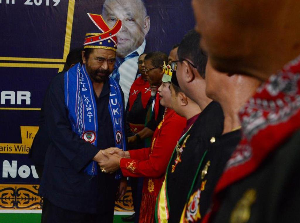 Ketua Umum Partai NasDem, Surya Paloh, menerima gelar kehormatan dari raja Maluku. (Ist)