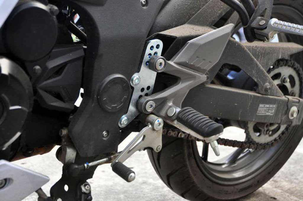Jenis footstep lipat atau permanen disesuaikan model sepeda motornya. Medcom.id