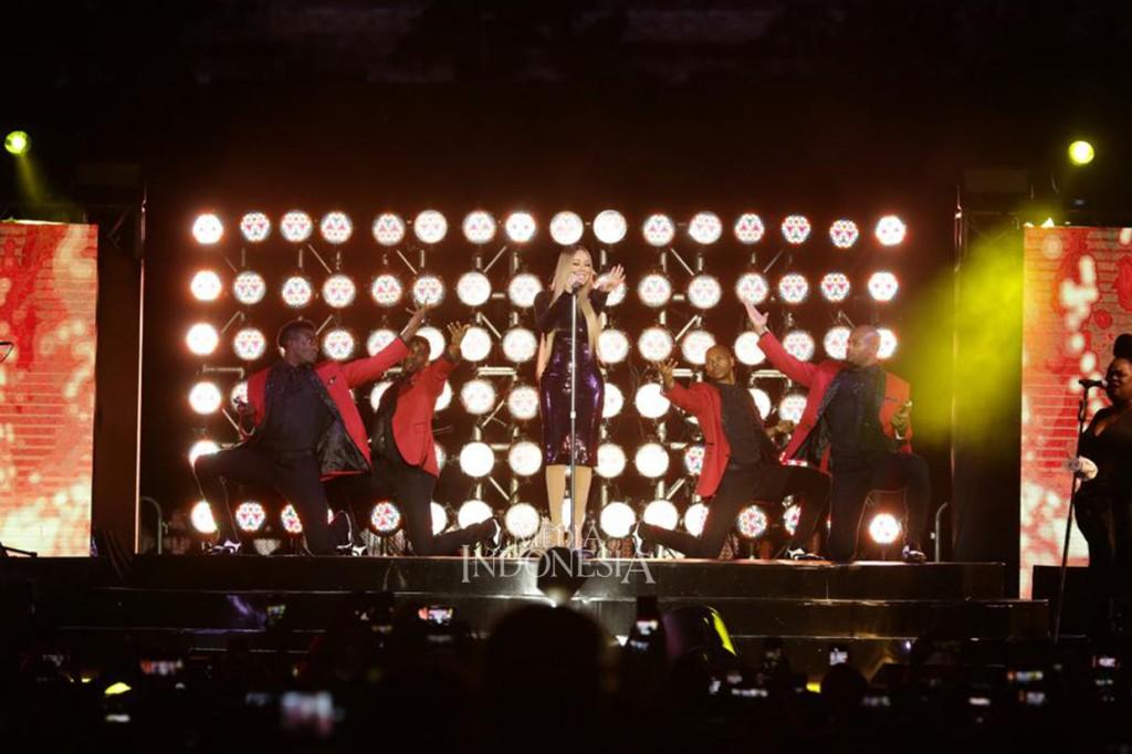 Mariah Carey Pukau Ribuan Penonton di Borobudur