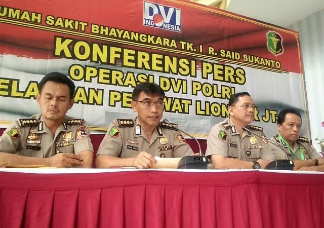 Wakil Kepala Operasi Tim DVI Polri Kombes Triawan Marsudi (Kedua dari kiri)--Medcom.id/Sunnaholomi Halakrispen.