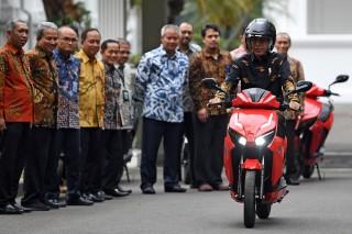 Jokowi Jajal Motol Listrik Gesits