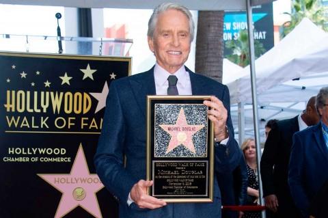 Michael Douglas Terima Bintang Hollywood Walk of Fame