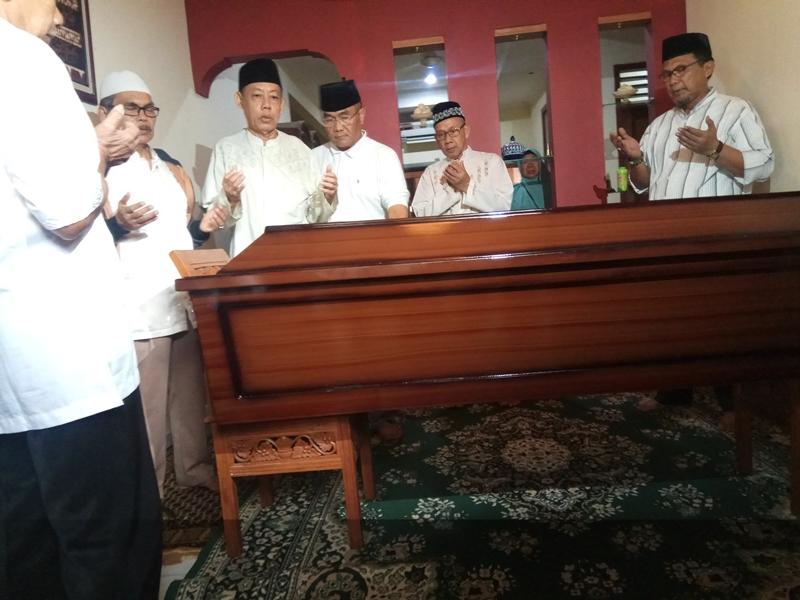 Jenazah dokter Ibnu Hantoro, korban kecelakaan Lion Air PK-LQP akhirnya berhasil diidentifikasi dan langsung dibawa keluarga ke Depok, Jawa Barat. Medcom.id/Octavianus Dwi Sutrisno