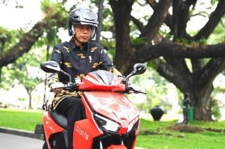 Jokowi: Harga Gesits Harus Kompetitif