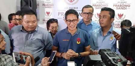 calon wakil presiden nomor urut 02 Sandiaga Salahuddin Uno (tengah). Medcom.id/ Whisnu