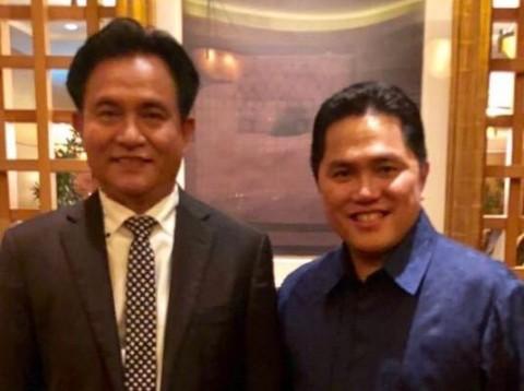 Pakar hukum Yusril Ihza Mahendra dan Ketua TKN-KIK Erick Thohir. Foto: Istimewa.