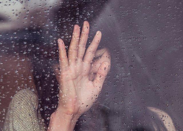 Tertawa dijadikan terapi untuk kesehatan secara psikologis. Bagaimana dengan menangis? Simak informasinya berikut ini. (Foto: Milada Vigerova/Unsplash.com)