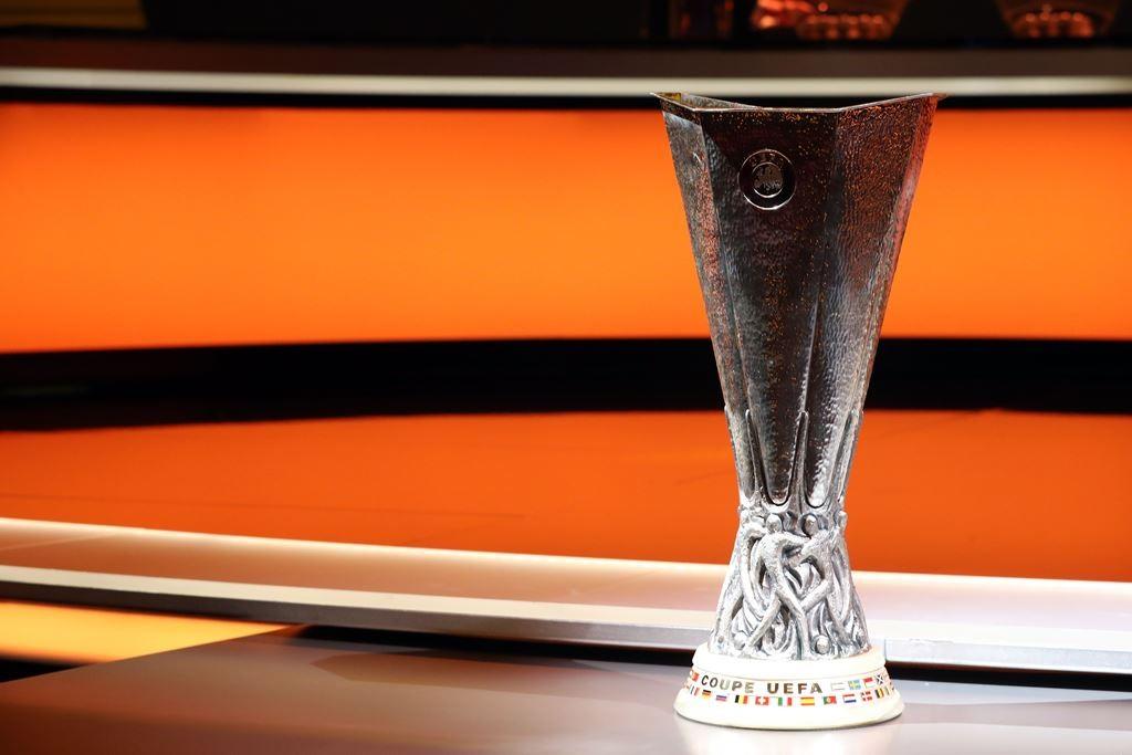 Trofi Liga Europa (Foto: AFP/VALERY HACHE)