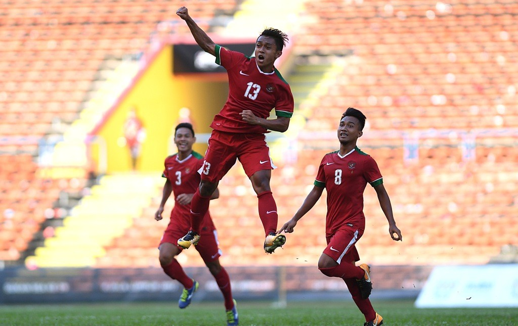 Momen saat Febri Hariyadi (tengah) melakukan selebrasi usai mencetak gol ke gawang Kamboja U-23 (Foto: Antara/Sigid Kurniawan)