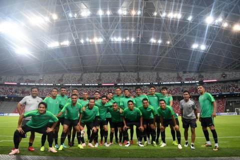 Para pemain timnas Indonesia beserta ofisial berfoto bersama