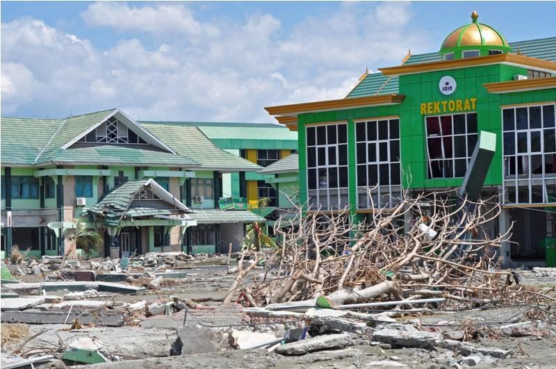 Kondisi gedung Institut Agama Islam Negeri (IAIN) Palu yang rusak akibat gempa dan tsunami di Palu, Sulawesi Tengah, Jumat (5/10). ANTARA FOTO/Mohamad Hamzah.