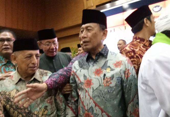 Menko Polhukam Wiranto usai dialog kebangsaan dengan tema Semangat Ukhuwah Islamiyah Kita Jaga Persatuan dan Kesatuan Bangsa di Kemenko Polhukam. Foto: Medcom.id/Siti Yona Hukmana.