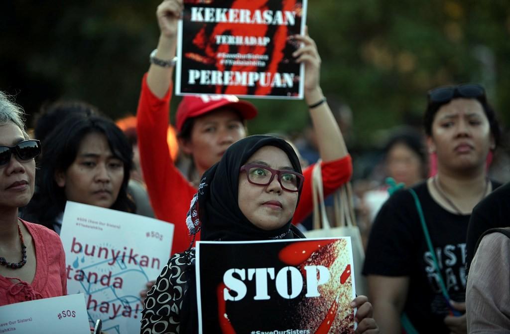 Para aktivis menyuarakan aksi anti kekerasan seksual terhadap perempuan, MI/Panca Syurkani.
