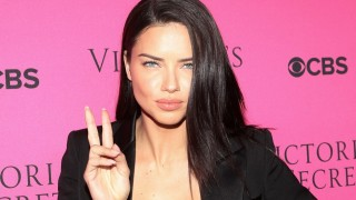 Adriana Lima Pensiun dari Panggung Victoria's Secret
