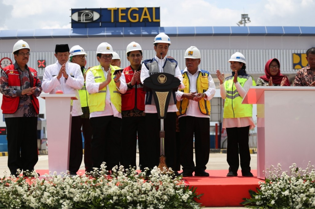 Presiden Joko Widodo meresmikan Ruas tol Pejagan-Pemalang Seksi 3 dan 4, di Pintu Tol Adiwerna, Tegal, Jawa Tengah, Jumat, 9 November 2018. (Medcom.id /Kuntoro Tayubi).