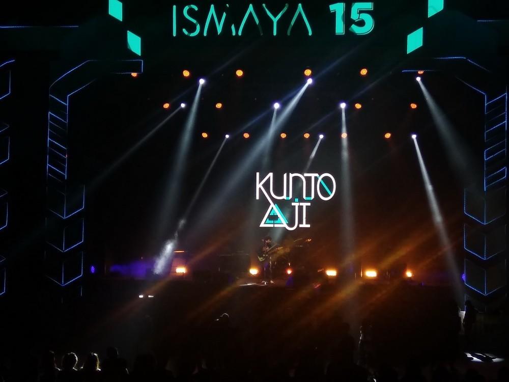 Kunto Aji dalam Ismaya 15 di Istora Senayan Jakarta, Jumat, 9 November 2018. (Foto: Medcom.id/Cecylia Rura)