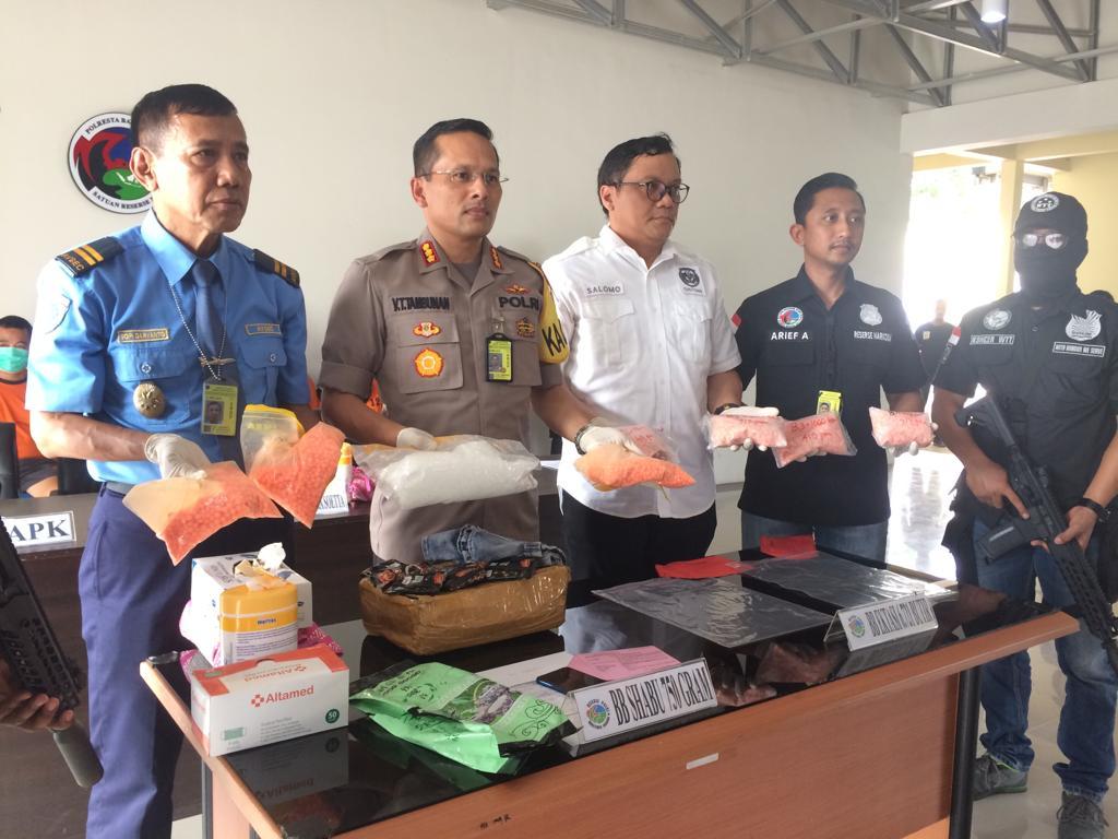 Polres Kota Bandara Soekarno-Hatta mengagalkan penyelundupan narkotika jenis ekstasi dari Malaysia. Medcom.id/Hendrik Simorankir