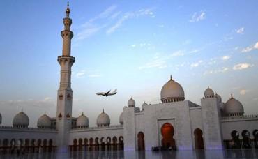 Masjid dengan Kubah dan Lampu Terbesar Dunia