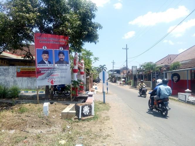 Salah satu papan sosialisadi pilkades di Kabupaten Malang. Medcom.id/Daviq Umar Al Faruq