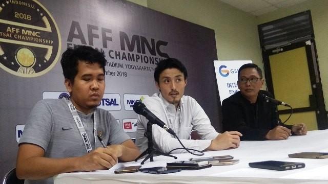 Pelatih timnas futsal Indonesia Kensuke Takahashi (tengah)-Medccm.id/Ahmad Mustaqim