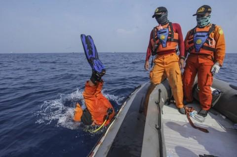 Tim SAR Gabungan melakukan pencarian pada CVR Lion Air PK-LQP -
