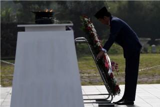 Presiden Jokowi Pimpin Upacara Hari Pahlawan di Bandung