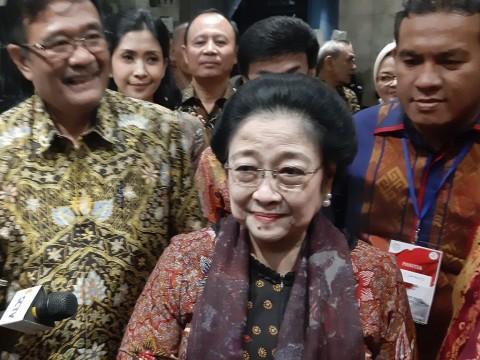Megawati Raih Gelar Bhakti Teratai Putra Paskibraka