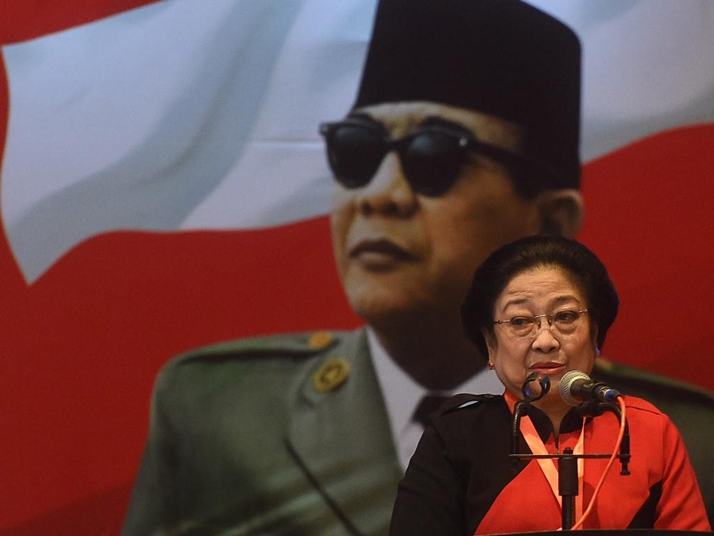 Ketua Umum PDIP Megawati Soekarnoputri memberikan arahan dalam pembekalan calon anggota legislatif Pemilu 2019 di Jakarta. Foto: Antara/Akbar Nugroho Gumay.