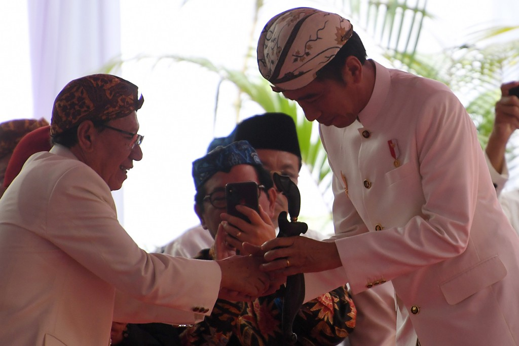 Jokowi Terima Gelar Pinisepuh Paguyuban Pasundan