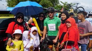 Penduduk Lokal Buru Pembalap Asing TdS 2018