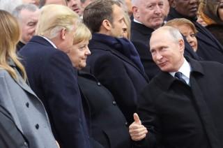 Putin Berdiskusi Santai dengan Trump di Paris