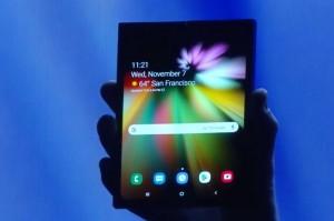 Samsung akan Produksi Smartphone Lipat Sampai 1 Juta Unit