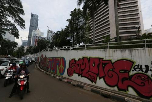 Vandalisme memenuhi dinding jalan dan terowongan di kawasan