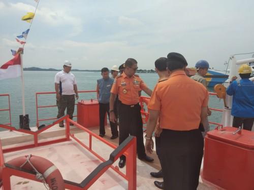 Kepala Basarnas Marsdya TNI M Syaugi mengecek Kapal Negara (KN)