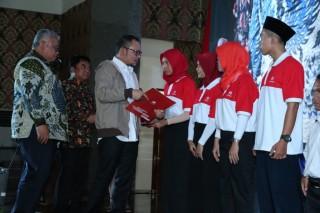 Menaker Serahkan Ribuan Sertifikat Kompetensi Kerja di BLK Semarang
