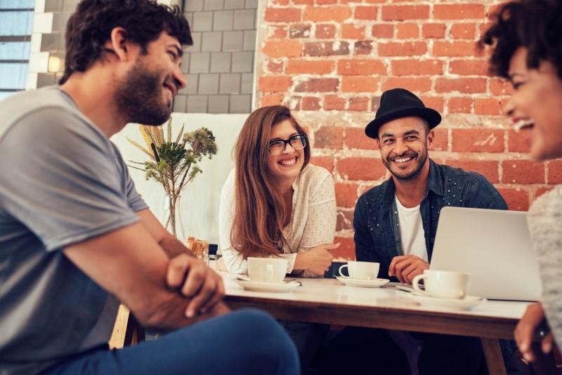 Dengan berkumpul bersama teman, Anda bisa mengukur kinerja, mendapatkan pandangan baru, atau memotivasi diri (Foto:Shutterstock)